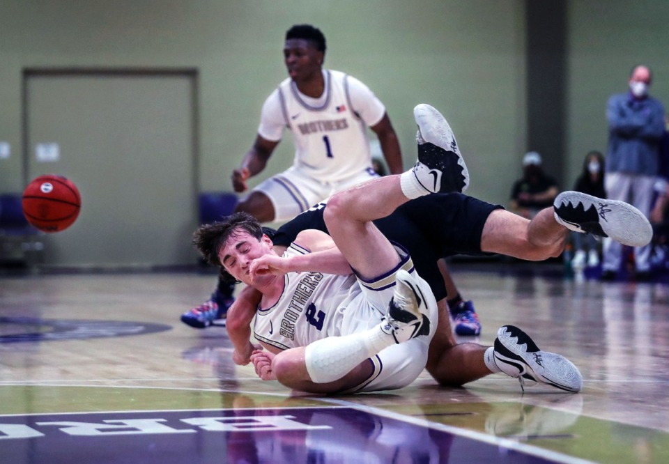 <strong>CBHS guard Eli Federman (2) fights for a loose ball during a Feb. 27, 2021 game against Lipscomb Academy.</strong> (Patrick Lantrip/Daily Memphian)