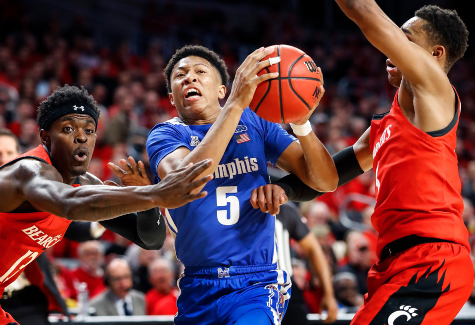 <strong>Memphis guard Boogie Ellis (in a file photo), scored 17 points to help the Tigers defeat Cincinnati Sunday on the road. </strong>(Mark Weber/Daily Memphian)