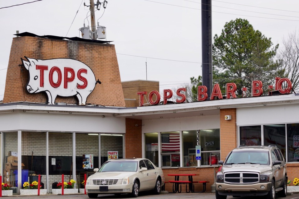 <strong>The Tops Bar-B-Q at 3353 Summer is one of at least seven of its restaurant buidlings that the local chain sold to a real estate firm. The restaurant continues to operate them as a tenant</strong>. (Tom Bailey/Daily Memphian)