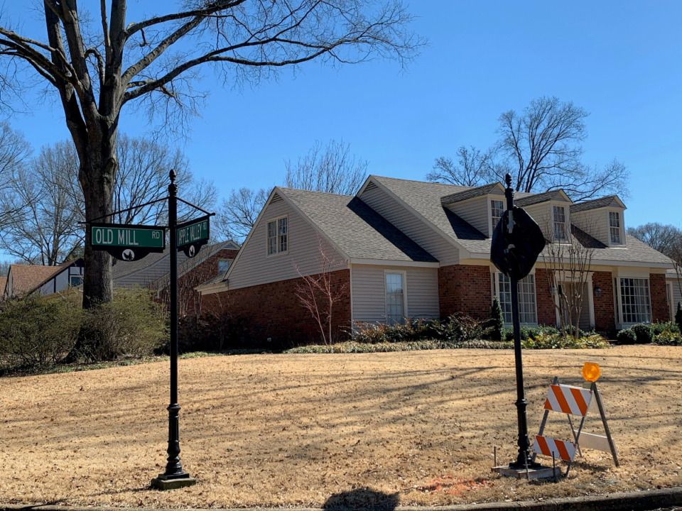 <strong>Currently traffic on Old Mill near Apple Valley does not stop. Next week the city will unveil stop signs and convert the intersection to a four-way stop. The conversion is warranted by a traffic study, Germantown said in a release.</strong> (Abigail Warren/Daily Memphian)