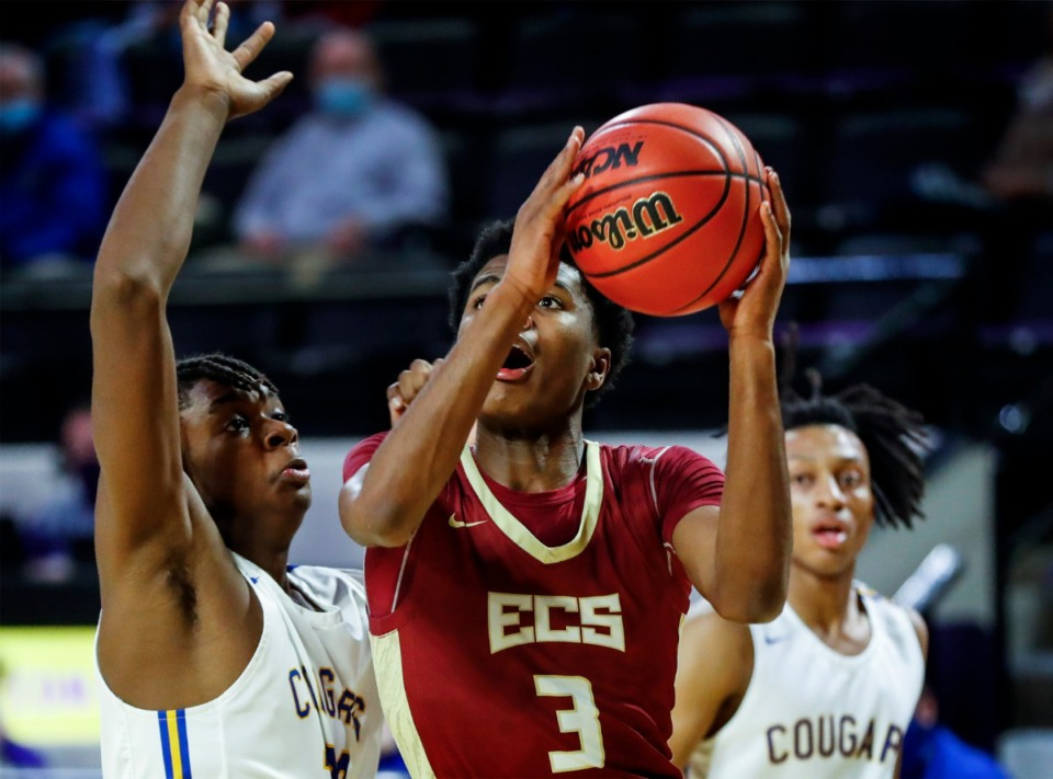<strong>ECS guard Kameron Jones (right) drives to the basket on Thursday, March 4, 2021, in Cookeville. The Eagles lost the semifinal game 49-44.</strong> (Mark Weber/The Daily Memphian)