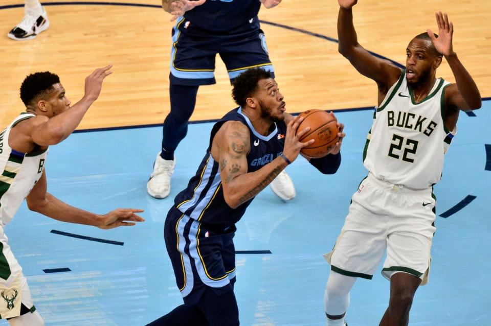<strong>Grizzlies center Xavier Tillman Sr., center front, drives against Milwaukee Bucks forward Khris Middleton (22)</strong>&nbsp;<strong>on March 4 at FedExForum.</strong> (Brandon Dill/AP)