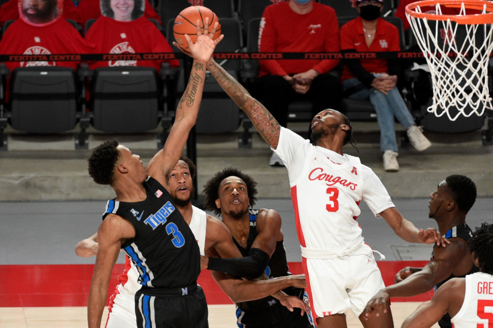 <strong>Memphis guard Landers Nolley II, left, and Houston guard DeJon Jarreau (3) reach for a rebound during the first half of an NCAA college basketball game, Sunday, March 7, 2021, in Houston.</strong> <strong>The Cougars won 67-64 on a last second 3-point shot.</strong> (Eric Christian Smith/AP)