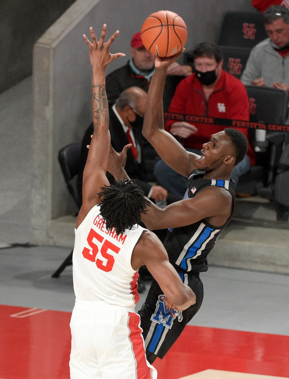 <strong>Memphis center Moussa Cisse (right) shoots as Houston forward Brison Gresham defends during the first half of an NCAA college basketball game, Sunday, March 7, 2021, in Houston.</strong> (Eric Christian Smith/AP)