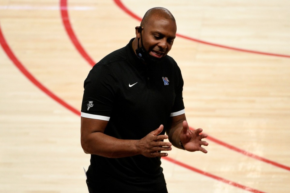 <strong>Memphis head coach Penny Hardaway talks to the team during the first half of an NCAA college basketball game against Houston, Sunday, March 7, 2021, in Houston.</strong> (Eric Christian Smith/AP)
