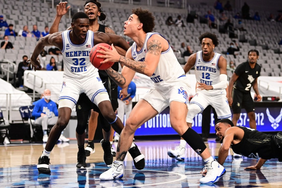 <strong>U of M&rdquo;s Moussa Cisse (32) blocks as Lester Quinones lines up a shot against the University of Central Florida on March 12, 2021.</strong> (Courtesy American Athletic Conference/Ben Solomon)