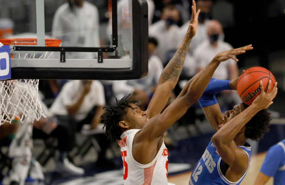 <strong>Memphis forward DeAndre Williams (12) attempts a shot against Houston forward Brison Gresham (55) during the NCAA college basketball game in the semifinal round of the American Athletic Conference tournament Saturday, March 13, 2021, in Fort Worth, Texas.</strong> (Ron Jenkins/AP)