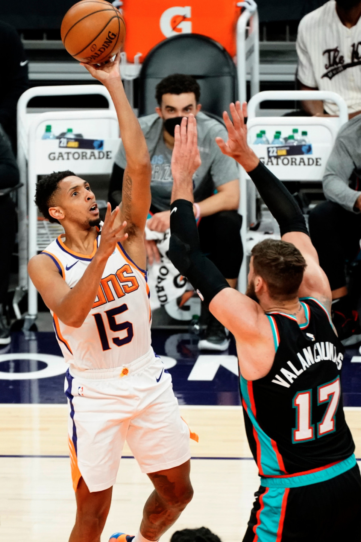 <strong>Phoenix Suns guard Cameron Payne shoots over Memphis Grizzlies center Jonas Valanciunas (17) during the first half of an NBA basketball game Monday, March 15, 2021, in Phoenix.</strong> (AP Photo/Rick Scuteri)