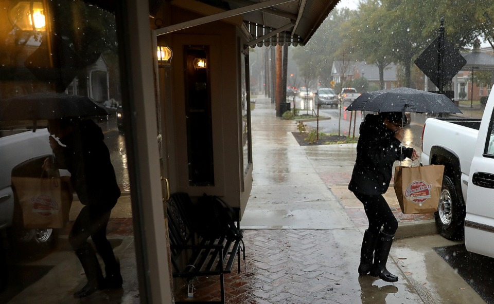 <strong>A woman utilizes on-street parking along Germantown Road during a storm.</strong> (Patrick Lantrip/Daily Memphian file)