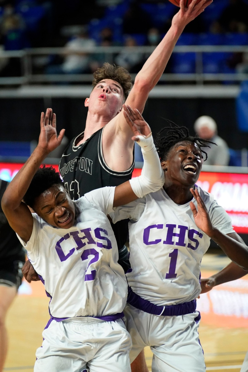 <strong>Houston&rsquo;s Mason Miller (13) dunks against Clarksville at the Division I Class AAA quarterfinal game on March 18 in Murfreesboro, Tennessee.</strong> (Larry McCormack/Special to The Daily Memphian)