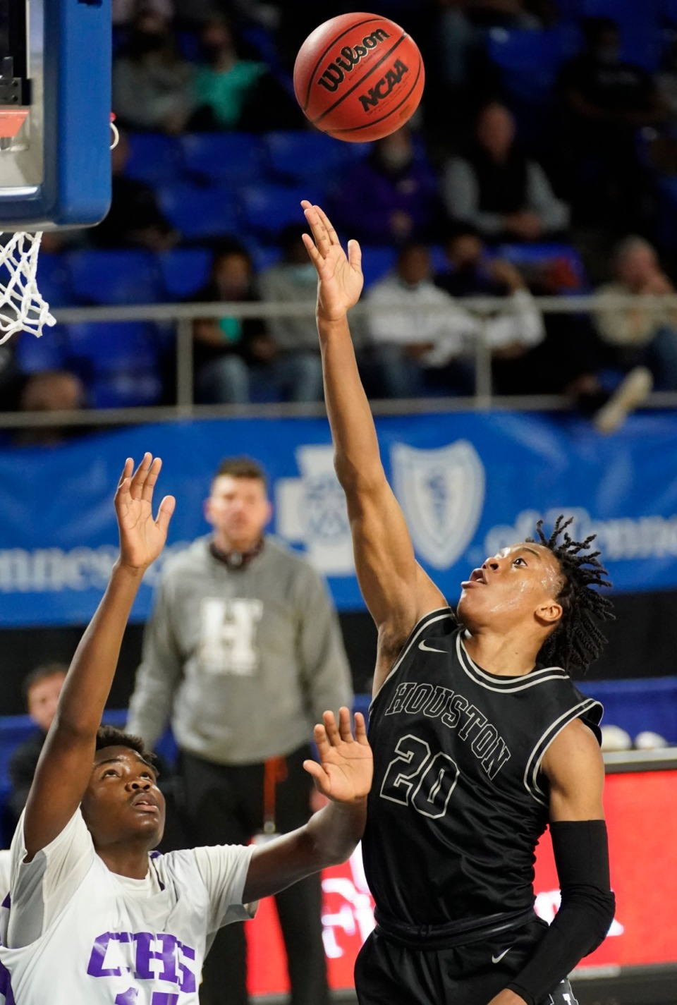 <strong>Houston&rsquo;s Antonio Madlock (20) shoots against Clarksville</strong>&nbsp;<strong>at the Division I Class AAA quarterfinal game on March 18 in Murfreesboro, Tennessee.</strong> (Larry McCormack/Special to The Daily Memphia)