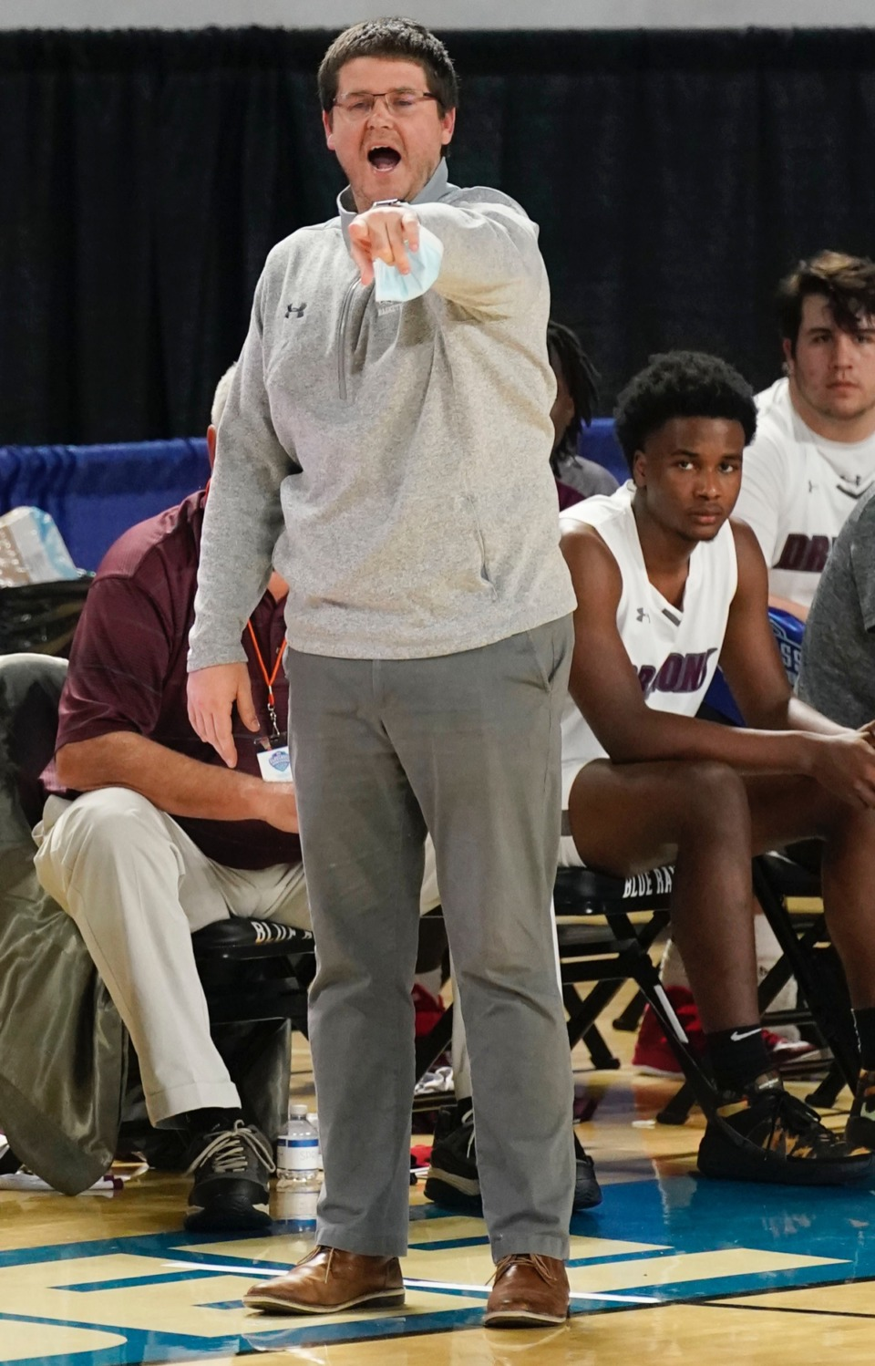 <strong>Collierville head coach Scott Robinson shouts instructions to his team as Collierville plays Cane Ridge&nbsp;on March 19 in Murfreesboro, Tennessee.</strong> (Larry McCormack/Special to The Daily Memphian)