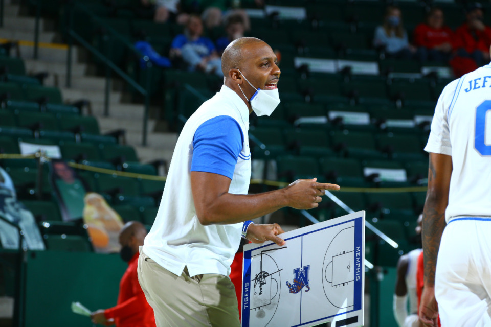 <strong>Memphis coach Penny Hardaway instructs his players during the first-round NIT game in Denton, Texas, Saturday, March 20.</strong> (Photo courtesy of the NCAA)