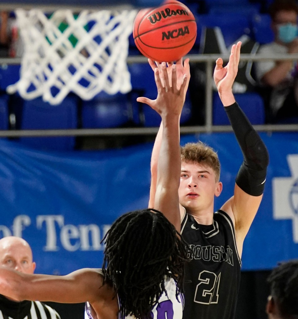 <strong>Houston forward Zander Yates&nbsp; hits a 3-point shot against Cane Ridge at the Division I Class AAA championship game Saturday, March 20, in Murfreesboro.</strong>&nbsp;(Larry McCormack/Special to The Daily Memphian)