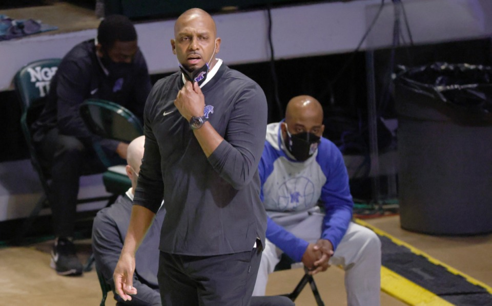 <strong>Memphis coach Anfernee Penny Hardaway watches his team play Boise State in the NIT on March 25 in Denton, Texas.</strong> (Ron Jenkins/AP)