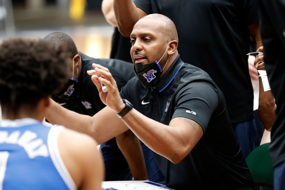 <strong>Memphis coach Penny Hardaway instructs his players in the NIT semifinals Saturday, March 27, in Frisco, Texas.</strong> (Photo courtesy of the NCAA)