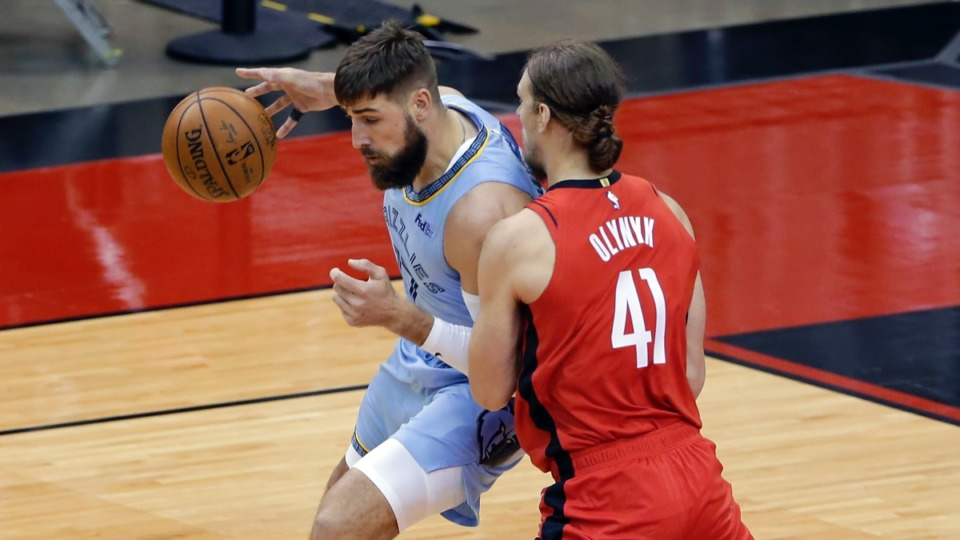 <strong>Grizzlies center Jonas Valanciunas, left, led Memphis with 28 points against the Rockets on March 29 in Houston.</strong> (Michael Wyke/AP)