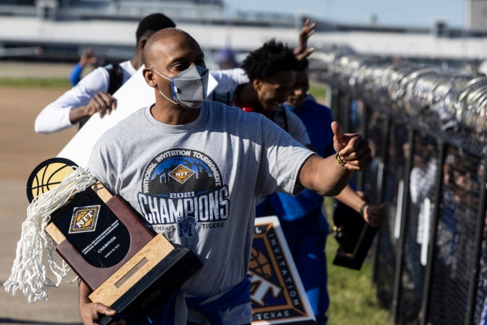 <strong>Memphis Tigers men&rsquo;s basketball coach Penny Hardaway gives a thumbs up as the team is greeted by fans at Wilson Air Center after the Tigers won the 2021 NIT championship.</strong> (Brad Vest/Special to The Daily Memphian)