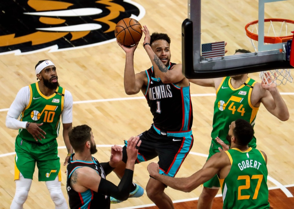 <strong>Grizzlies forward Kyle Anderson (1) goes for a layup on March 31 against game against the Utah Jazz.</strong> (Patrick Lantrip/Daily Memphian)