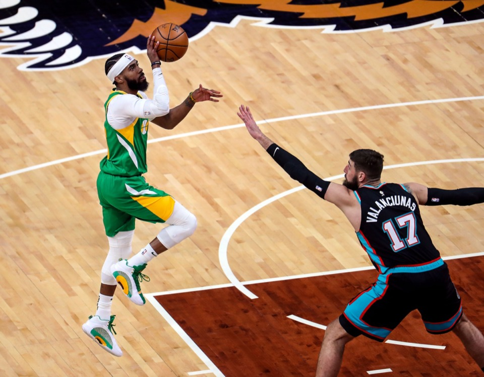 <strong>Utah Jazz point guard Mike Conley (10) lines up a floater over Grizzlies center Jonas Valanciunas (17) on March 31 at FedExForum.</strong> (Patrick Lantrip/Daily Memphian)