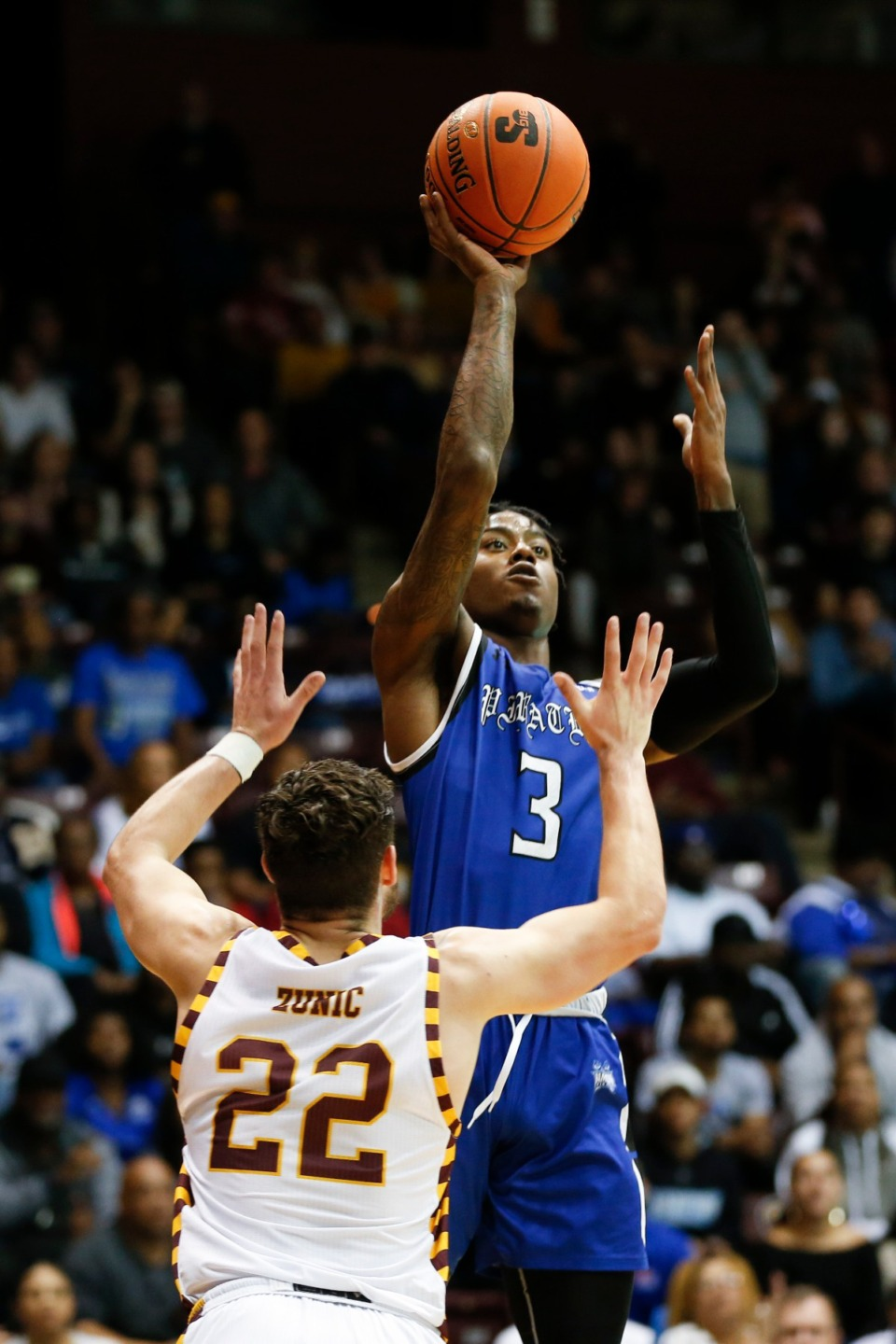 <strong>The University of Memphis Tigers have signed Hampton guard Davion Warren (3).</strong> (Nell Redmond/AP file)