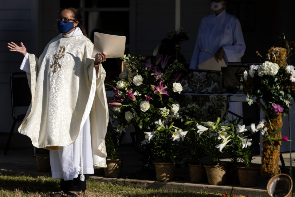 <strong>Rev. Dr. Dorothy Sanders Wells speaks during the St. George&rsquo;s Episcopal Church outdoor Easter service in Germantown.</strong> (Brad Vest/Special to The Daily Memphian)