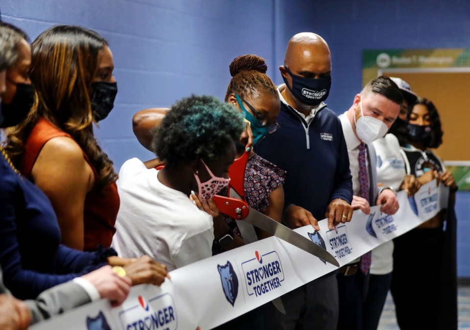 <strong>Booker T. Washington principal Tara Harris cuts the ribbon on the new Grizzlies career lab on April 6, 2021.</strong> (Patrick Lantrip/Daily Memphian)