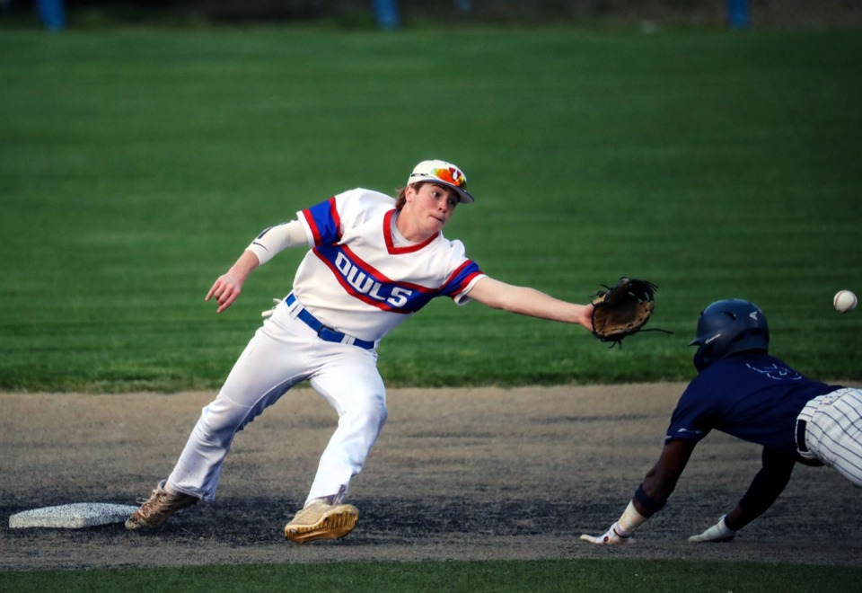 <strong>MUS second baseman Drew Burnett reaches for the ball as a St. Benedict runner dives into second on April 6.</strong> (Patrick Lantrip/Daily Memphian)