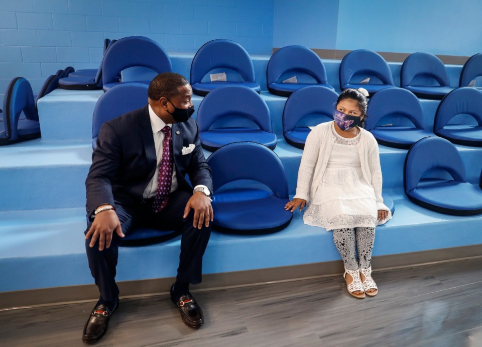 <strong>Shelby County Schools Superintendent Joris M. Ray (left) chats with Alcy Elementary School fourth-grader Yoselyn Mejia, 9, while sitting in the school&rsquo;s new flexible learning space during a tour on Wednesday, April 7, 2021.</strong> (Mark Weber/Daily Memphian)