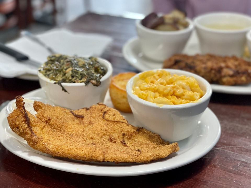 <strong>A plate lunch is served weekdays from 11 a.m.-3 p.m. at Broadway PIzza on Mendenhall.</strong> (Jennifer Biggs: Daily Memphian)