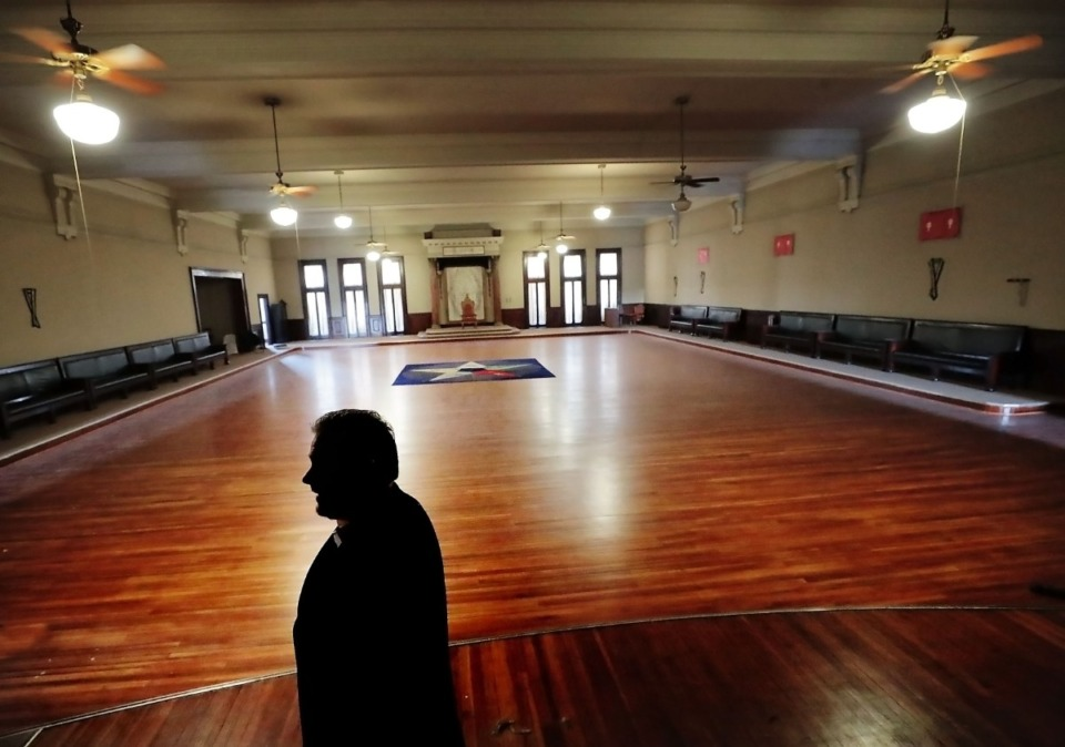 <strong>Past master Mason and broker James McCraw with Avison Young gives some history of the Knight's Templar room during a tour on Feb. 8, 2020, of the ornate, 106-year-old Masonic Lodge on Court Avenue.</strong> (Jim Weber/Daily Memphian file)