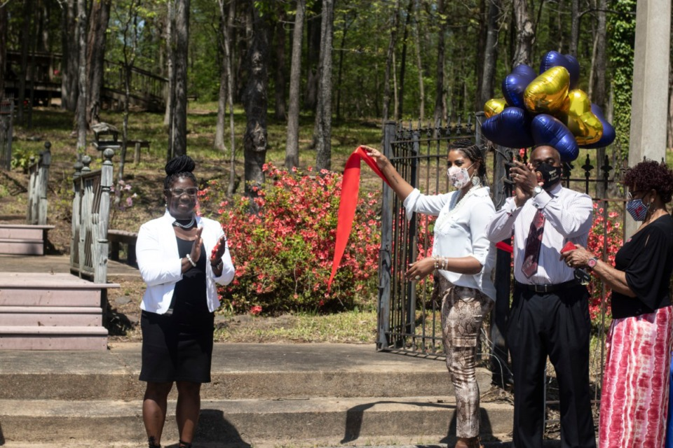 <strong>Chimneyrock Elementary Principal Crystal Andrews applauds after cutting the ribbon on their new reading garden.</strong> (Daja E. Henry/Daily Memphian)