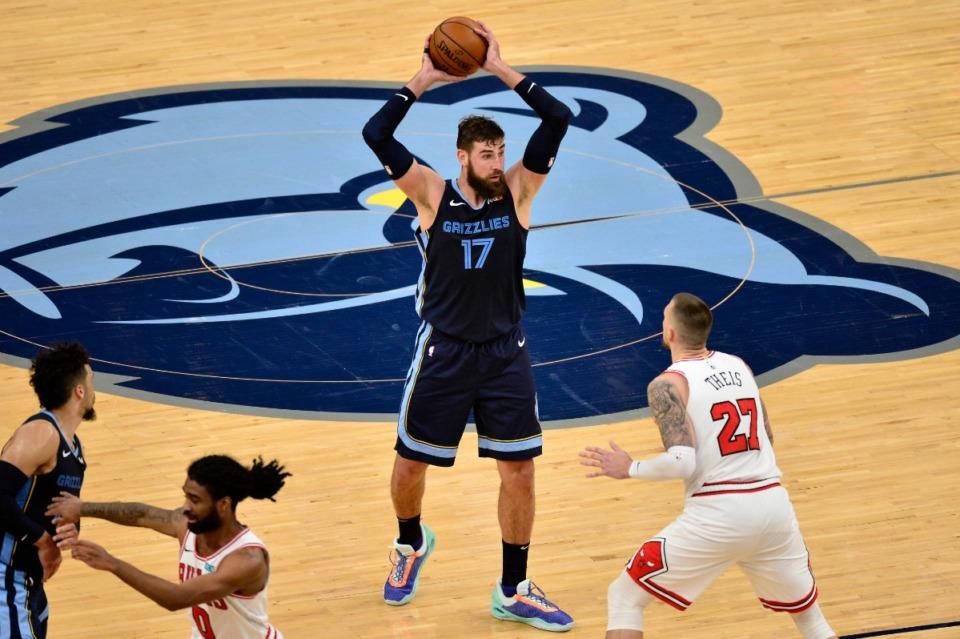 <strong>Grizzlies center Jonas Valanciunas (17) looks to pass against Chicago Bulls center Daniel Theis (27) on April 12 at FedExForum.</strong> (Brandon Dill/AP)