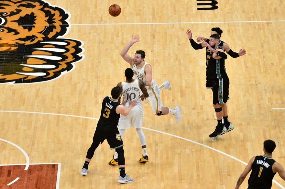 <strong>Dallas Mavericks guard Luka Doncic (77) makes the game-winning 3-point shot to beat the Grizzlies by one p0oint on April 14 at Fedexforum.</strong> (Brandon Dill/AP file)