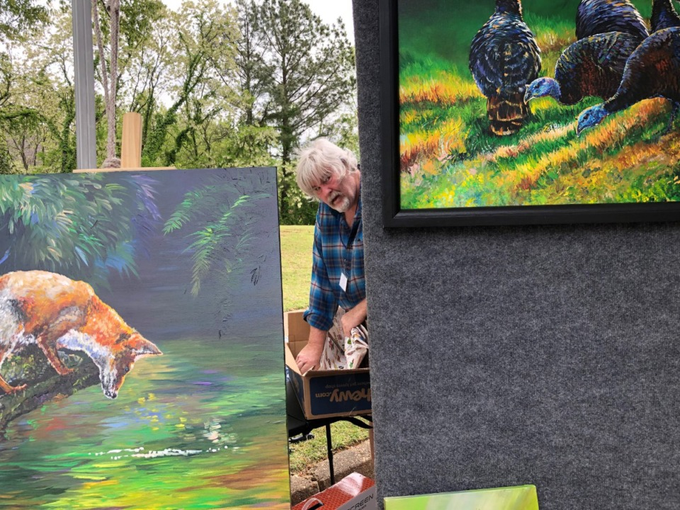 <strong>Don Mienders, a wildlife biologist and painter from North Carolina, is at Art in the Loop this weekend in East Memphis. Show organizer Greg Belz is planning on 1,000 guests a day. </strong>(Jane Roberts/The Daily Memphian)