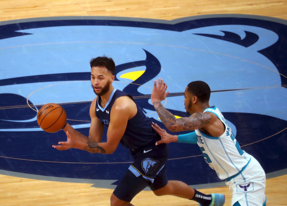 <strong>Memphis Grizzlies forward Kyle Anderson (1) passes the ball during a Feb. 10, 2021 game at the FedExForum against the Charlotte Hornets.</strong> (Patrick Lantrip/Daily Memphian file)