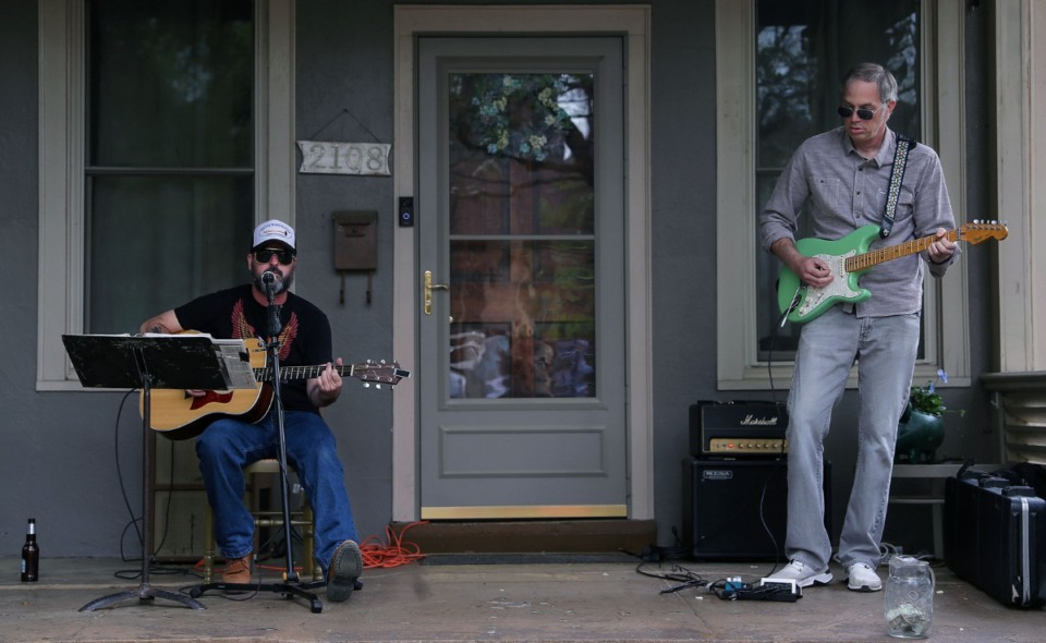 <strong>Americana duo Burney Warren play on a Oliver Avenue porch during Cooper-Young Porchfest 2021 April 17, 2021.</strong> (Patrick Lantrip/Daily Memphian)