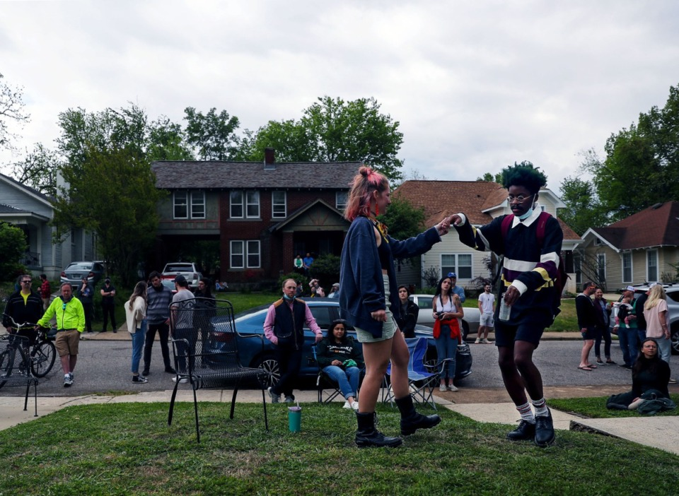 <strong>Vivian Cheslack and Josh Shaw dance to the music during Cooper-Young Porchfest 2021 April 17, 2021.</strong> (Patrick Lantrip/Daily Memphian)