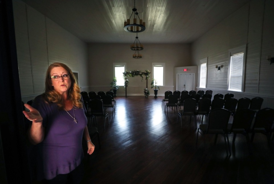 <strong>Vickie Parker gives a tour of the 150-year-old Arlington Abbey on April 14.</strong> <strong>&ldquo;It&rsquo;s a wonderful old building. It&rsquo;s a beautiful gem hidden here in Arlington,&rdquo; said Parker, who renamed it Arlington Abbey after buying it.</strong> (Patrick Lantrip/Daily Memphian)