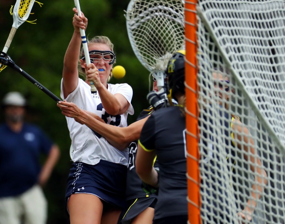 <strong>St. Mary's Virginia Horton (32) shoots on goal during the April 20 game against Hutchison.</strong> (Patrick Lantrip/Daily Memphian)