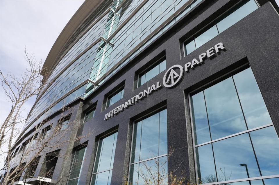 <strong>The International Paper Global Headquarters located on Poplar Ave.</strong> <strong>Executives of the printing paper-making company that is spinning off from International Paper expect to decide by October where to put their global headquarters.</strong> (Mark Weber/The Daily Memphian)