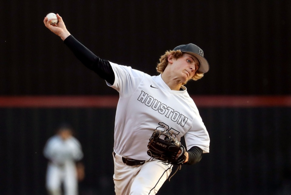 <strong>Houston High School's Connor Weaks pitches against MUS on April 22.</strong> (Patrick Lantrip/Daily Memphian)