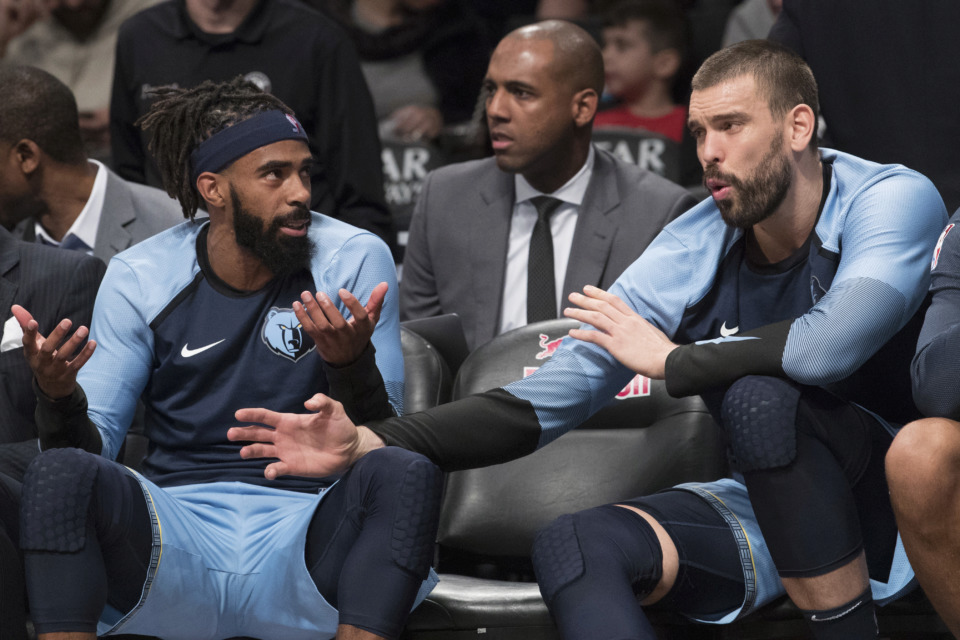 <span><strong>Memphis Grizzlies guard Mike Conley, left, and center Marc Gasol talk to each other on the bench during the first half of an NBA basketball game against the Brooklyn Nets, Friday, Nov. 30, 2018, in New York.</strong> (AP Photo/Mary Altaffer)</span>