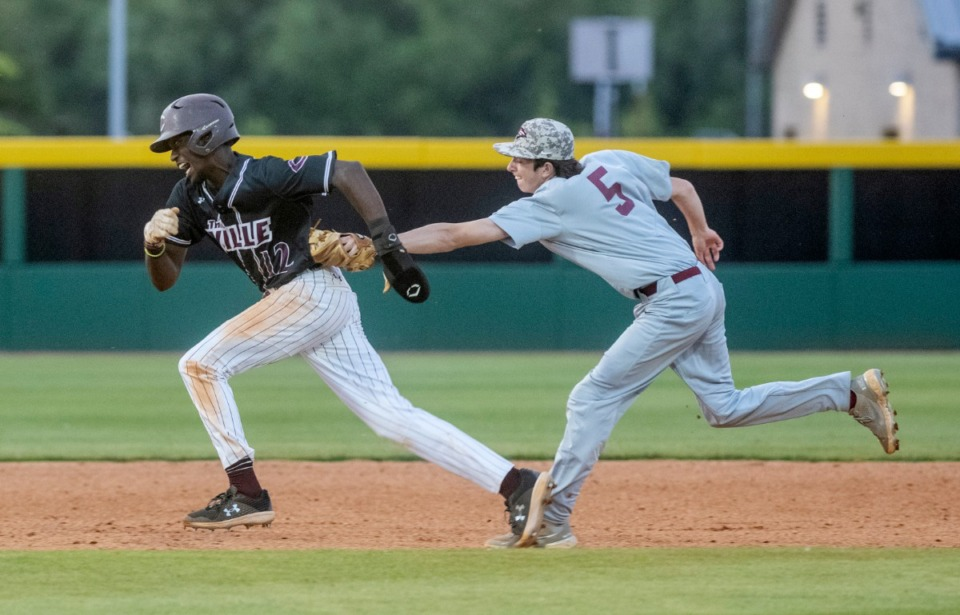 <strong>Collierville&rsquo;s Marcus Lee is tagged out between second and third by ECS second baseman Carson Todd in Friday night's contest at Collierville High School.</strong> (Greg Campbell/Special to The Daily Memphian)