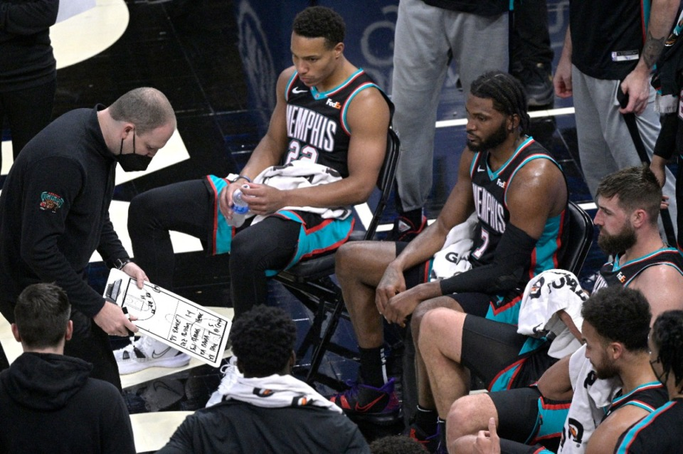 <strong>Memphis Grizzlies head coach Taylor Jenkins, left, draws up a play during a timeout in the first half of an NBA basketball game against the Orlando Magic, Saturday, May 1, 2021, in Orlando, Fla.</strong> (Phelan M. Ebenhack/AP)