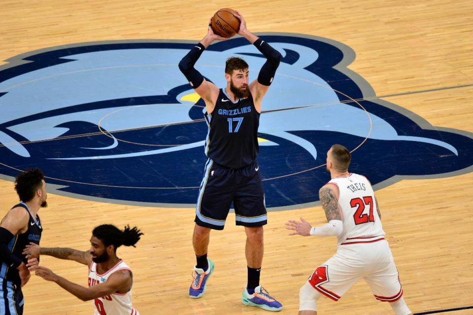 <strong>Memphis Grizzlies center Jonas Valanciunas (17) handles the ball ahead of Chicago Bulls center Daniel Theis (27) in the second half of an NBA basketball game&nbsp; April 12, 2021, at FedExForum.</strong> (Brandon Dill/AP file)