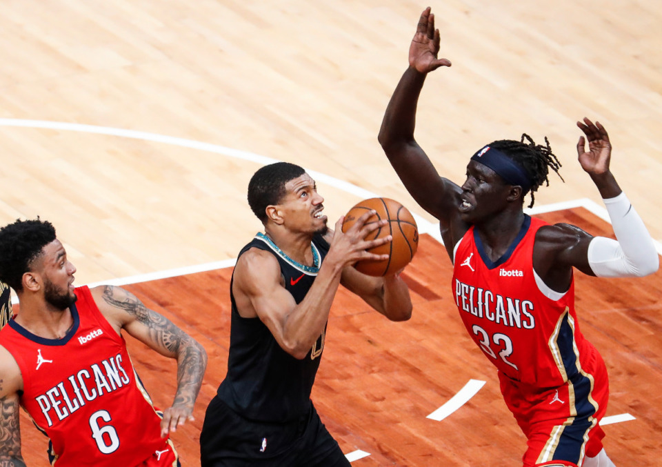 <strong>Memphis Grizzlies guard De'Anthony Melton (middle) drives the lane against New Orleans Pelicans defenders Nickeil Alexander-Walker (left) and Wenyen Gabriel (right) during action on Monday, May 10, 2021.</strong> (Mark Weber/The Daily Memphian)
