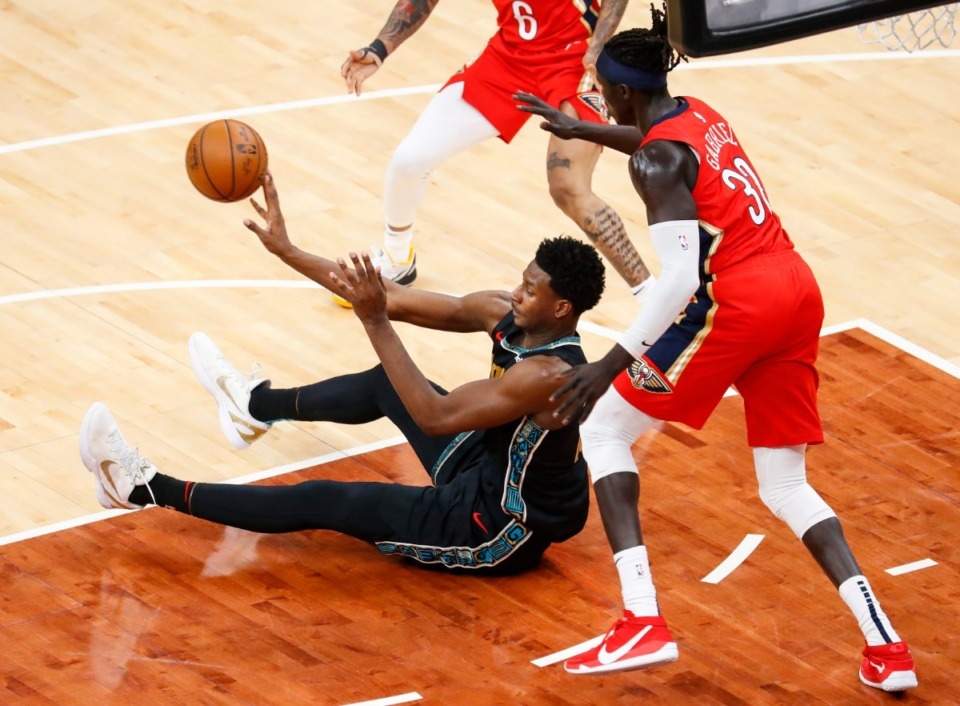 <strong>Memphis Grizzlies center Jaren Jackson Jr. (middle) made a pass from the floor during yesterday&rsquo;s game against the New Orleans Pelicans.</strong> (Mark Weber/The Daily Memphian)