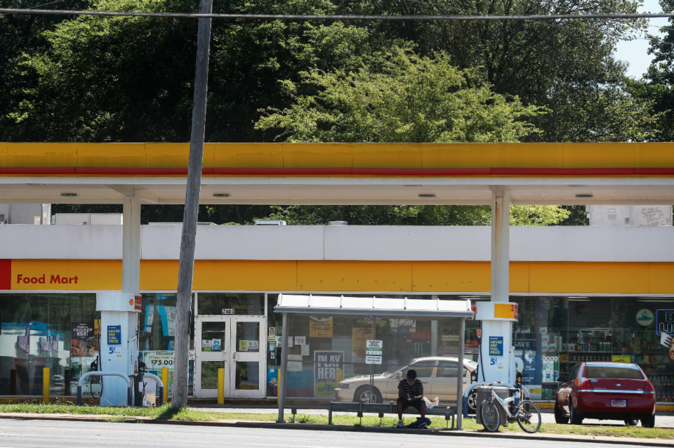 <strong>The Shell gas station at 2400 Airways Blvd., is where former Memphis Police Officer William Skelton arrested and abused a vandalism suspect, Drew Thomas, pepper spraying him in the face four times as he sat in handcuffs in the back of the squad car. Thomas was accused of vandalizing a food display at the gas station's convenience store.</strong> (Mark Weber/Daily Memphian file)