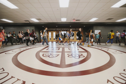 <strong>Students flood the halls of Collierville High School on the first day of classes Aug. 12, 2018. Collierville High will not be accepting any transfers for 2019-20 under new Collierville Schools guidelines that reduce transfers systemwide.</strong> (Houston Cofield/Daily Memphian file)